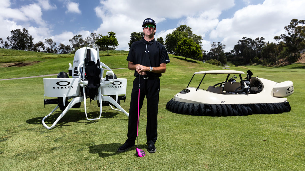 Bubba Watson junto a sus dos creaciones: el Hover y el Jetpack