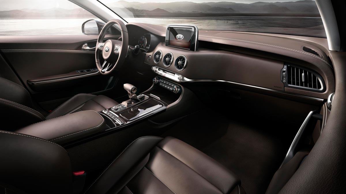 Kia Stinger GT berlina lujo deportivo detroit