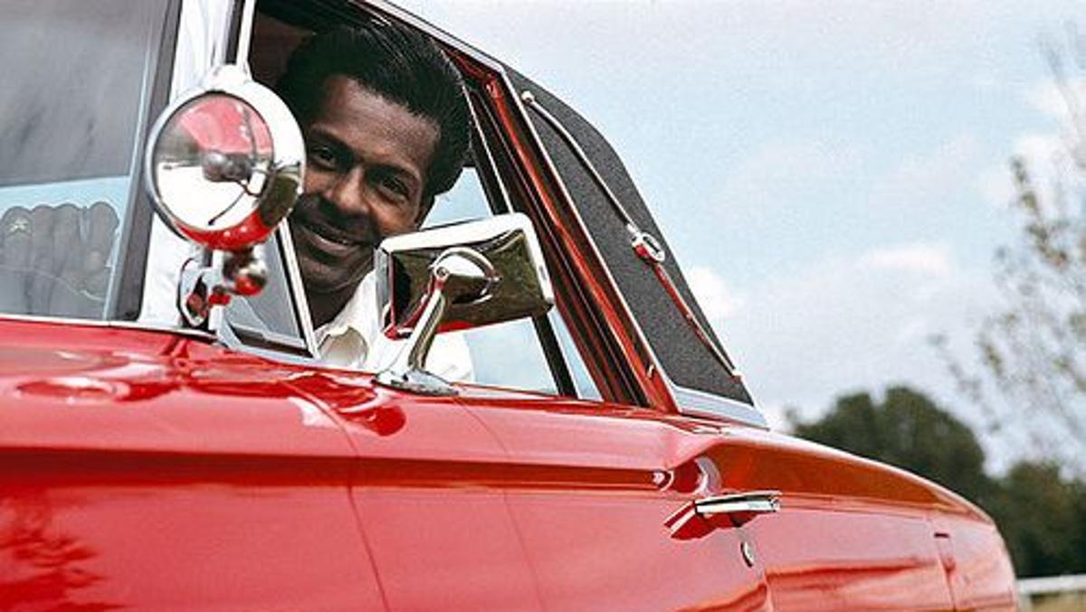 Chuck Berry en su Ford Thunderbird del 64