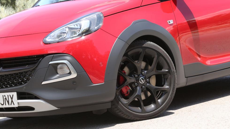 Extras que un coche debe tener: rueda de repuesto de tamaño normal