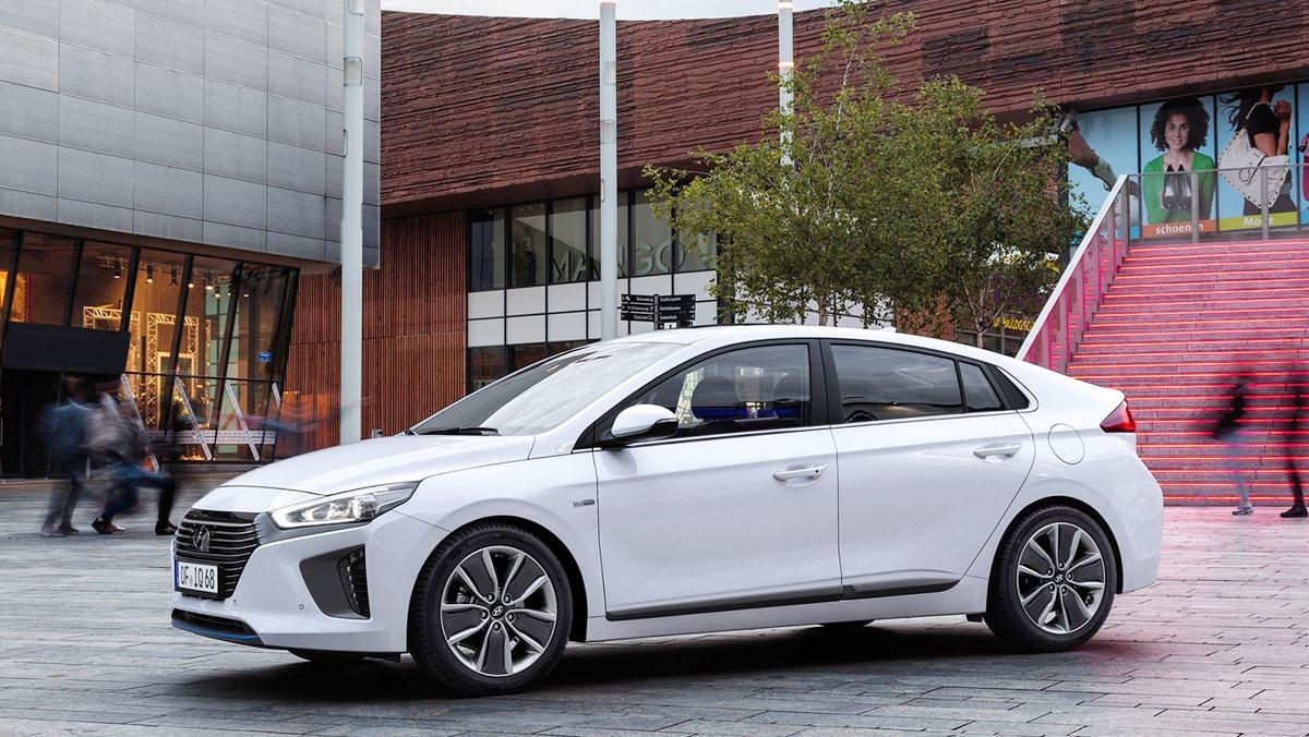 Los rivales del Kuga 2017 más locos que puedes encontrar - Hyundai Ioniq