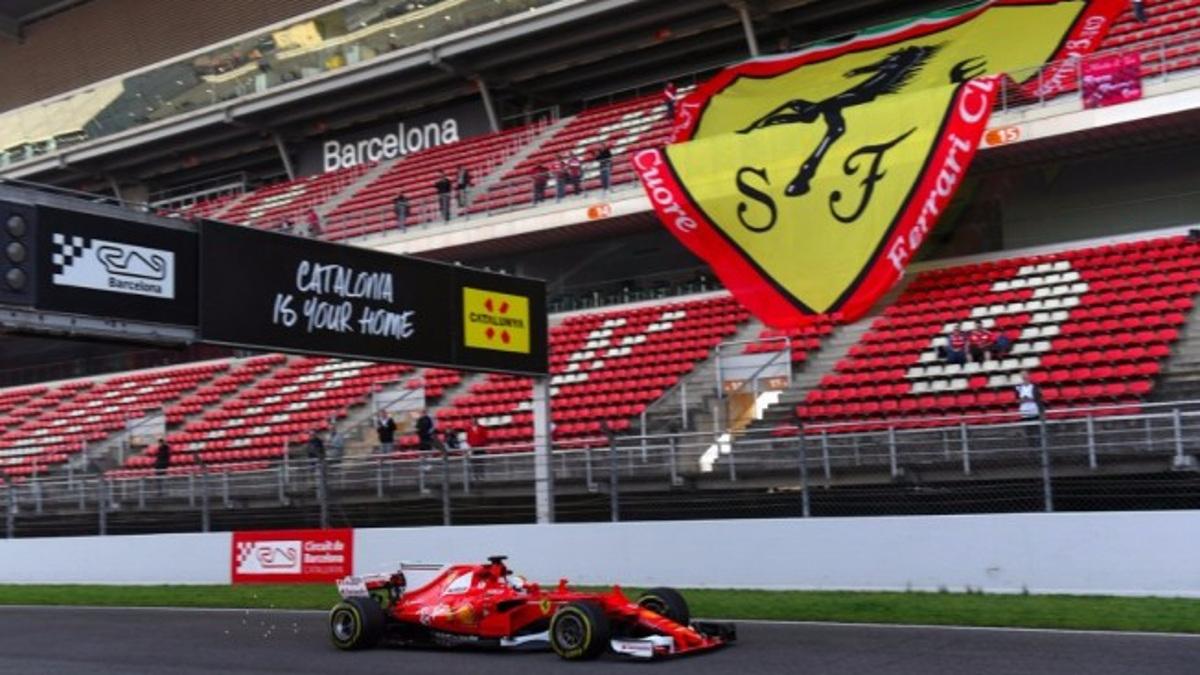 Vettel pasó frente a un espectacular escudo de Ferrari