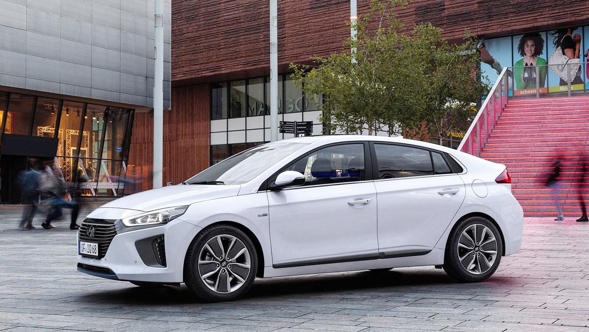 ¿Híbridos Hyundai o Toyota? Hyundai Ioniq