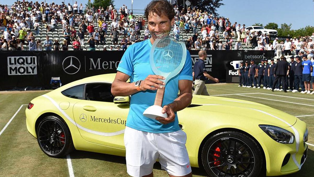 ¡Qué chulo es este AMG GT modelo pelota de tenis!