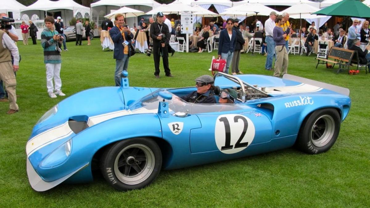 Brian a lomos de su Lola T70 Spyder de 1965 en Monterrey