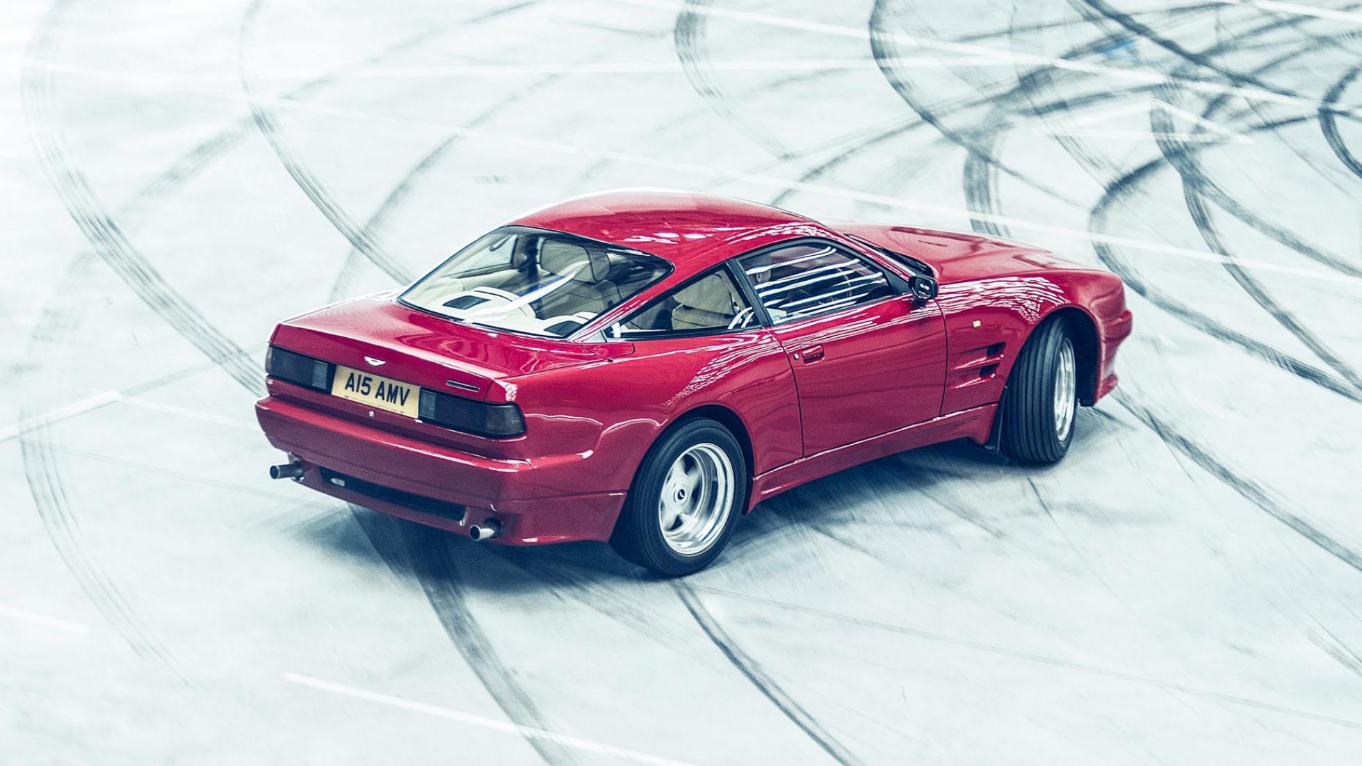 Nuevo hangar de Aston Martin (II)