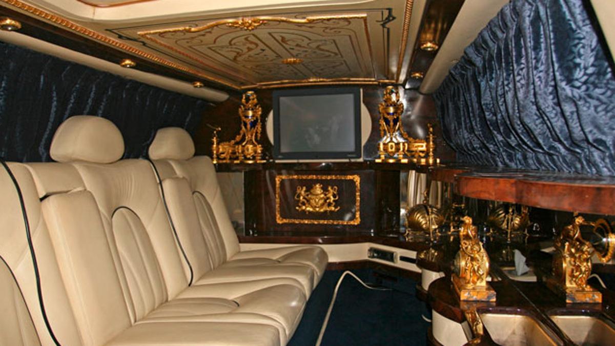 Interior del Rolls Silver Seraph Limousine 1999 decorado con oro 24 kilates