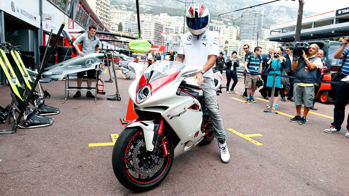 Lewis Hamilton y su burra en Mónaco