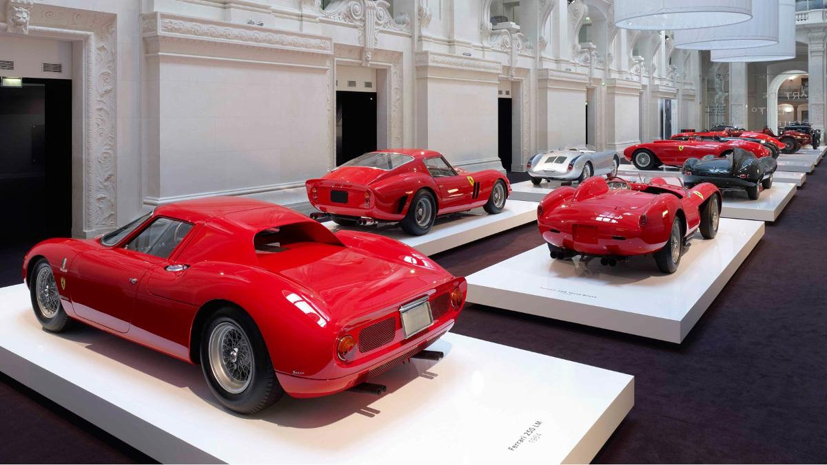 Los coches rojos de Ralph Lauren en París