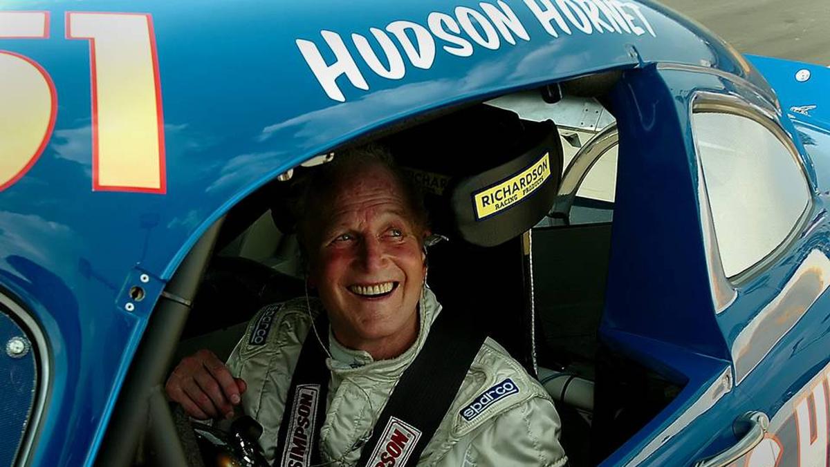 Newman en un Hudson Hornet del 51 al que ùiso la voz en Cars