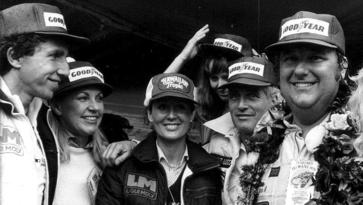 Paul Newman en el podio de Le Mans 1979