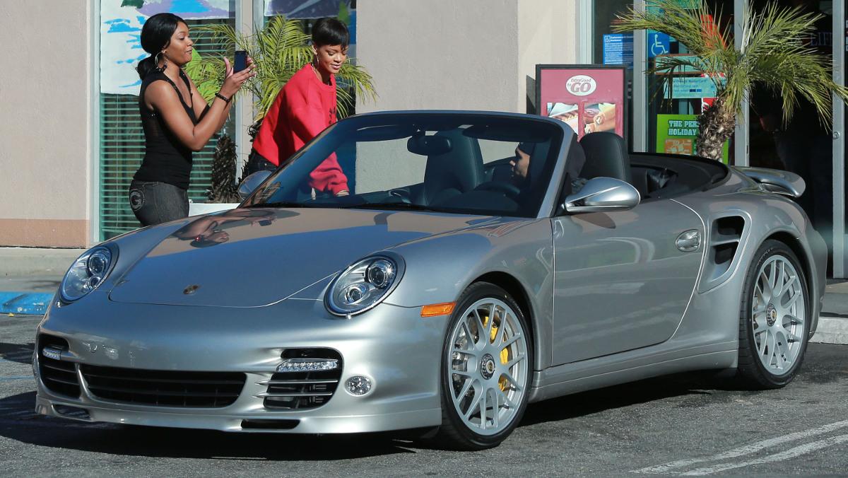 El Porsche 911 Turbo Cabrio de Rihanna
