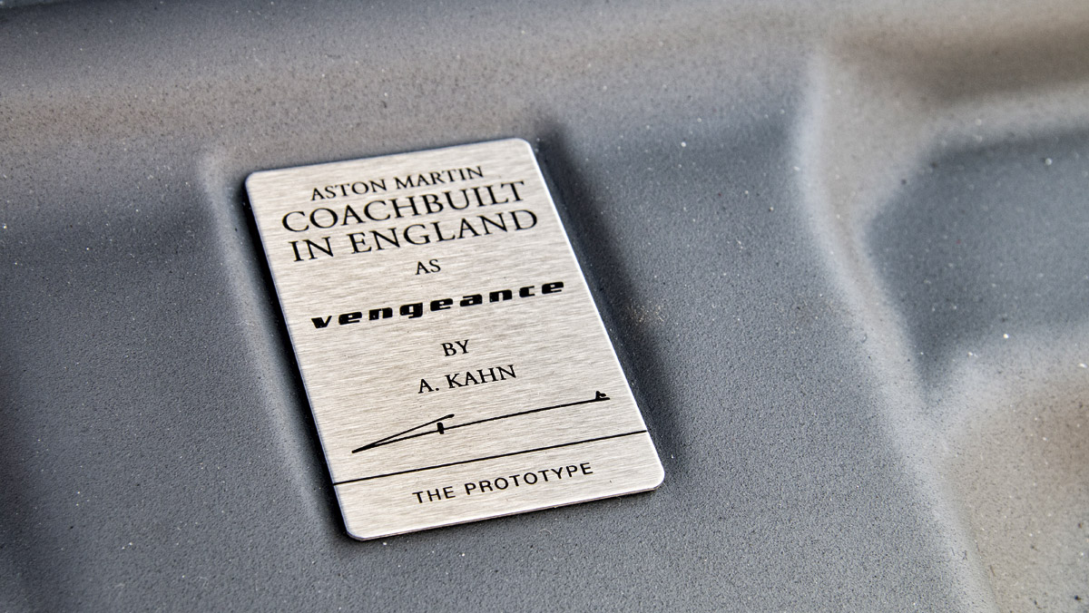 Prueba Kahn Vengeance GT (placa numerada)