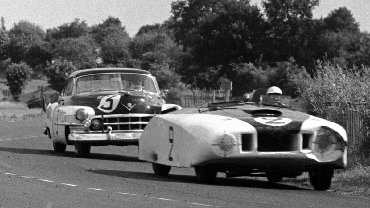Cadillac Series 61 'Le Monstre' en plena carrera de Le Mans 1950