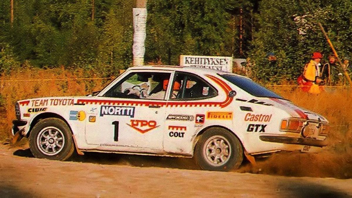 Mikkola a lomos de su Corolla 1.6 en 1975