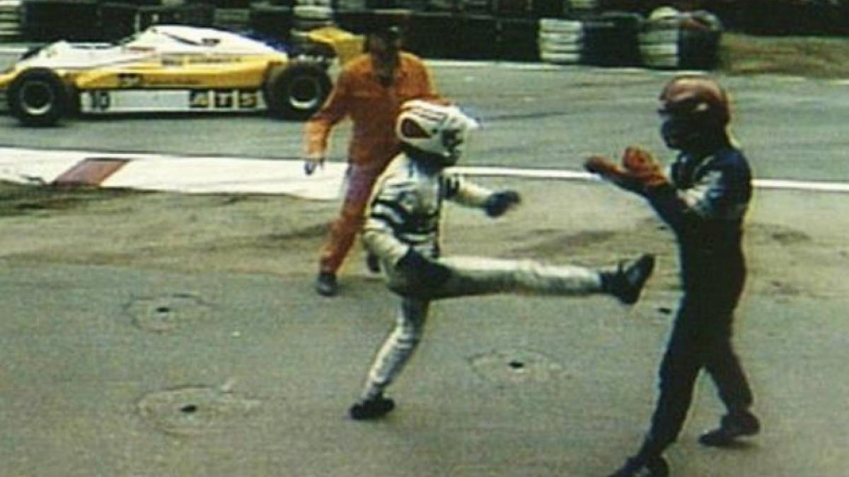 Piquet le tira una patada a Salazar