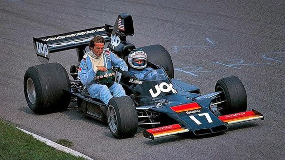 Jean-Pierre Jarier, Shadow-Matra, giving Jacques Laffite of Williams-Ford a lift, Monza 1975