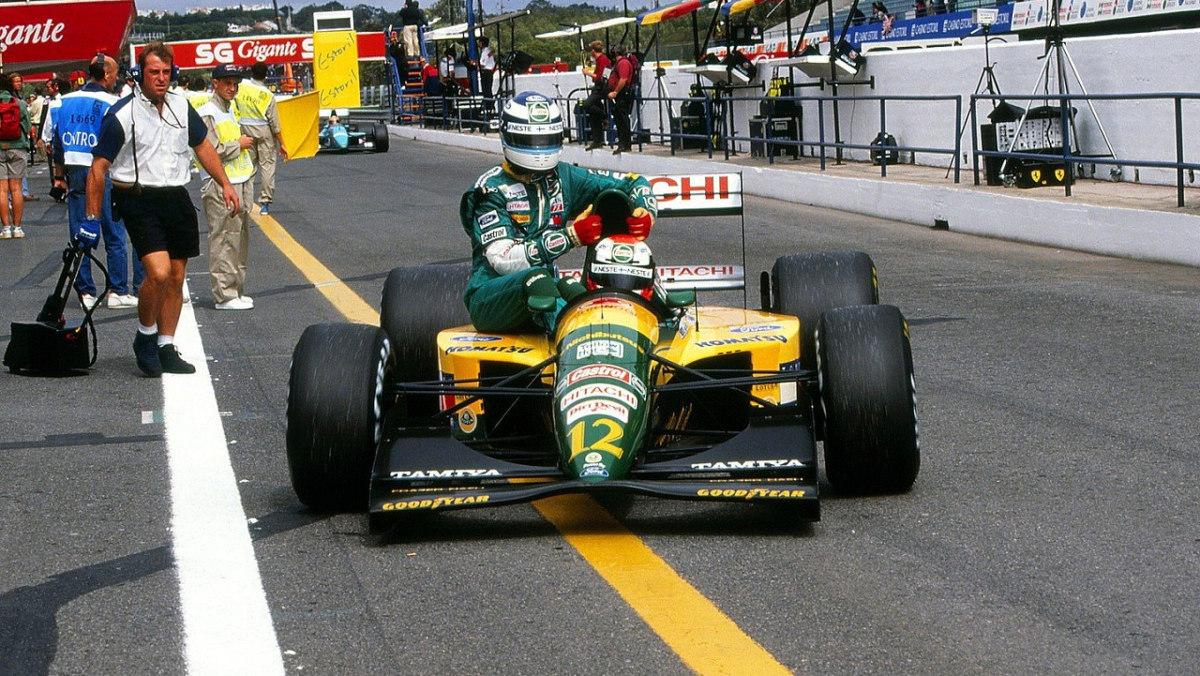 Johnny Herbert (Lotus-Ford 107) con su compi Mika Hakkinen en Estorial (Portugal) 1992