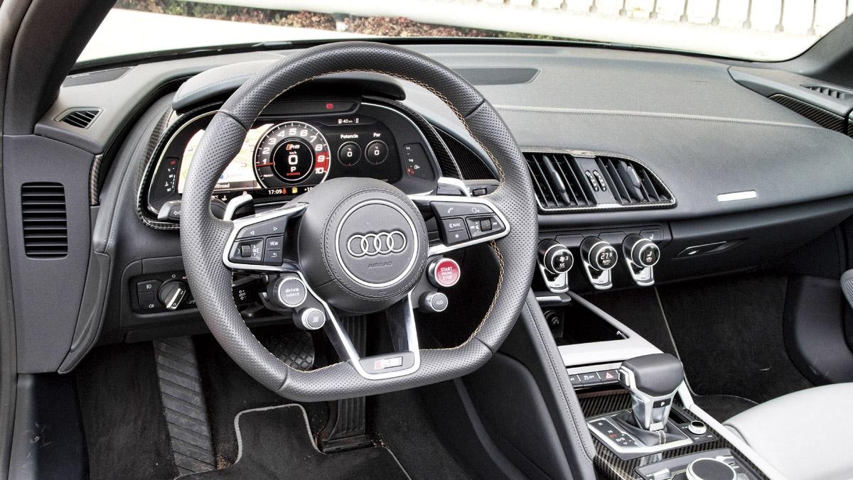 Audi R8 V10 Spyder (interior)