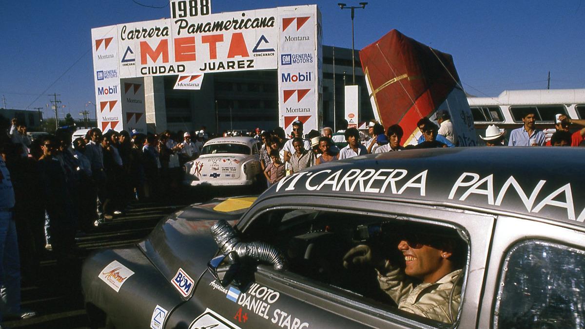 Piloto en la salida de la Carrera Panamericana 1988