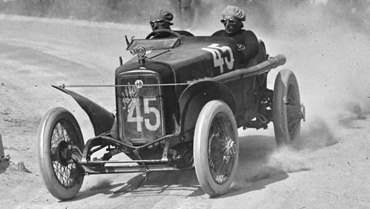 Alfa_Romeo_40-60_HP_at_the_1922_Targa_Florio_Agence Roll