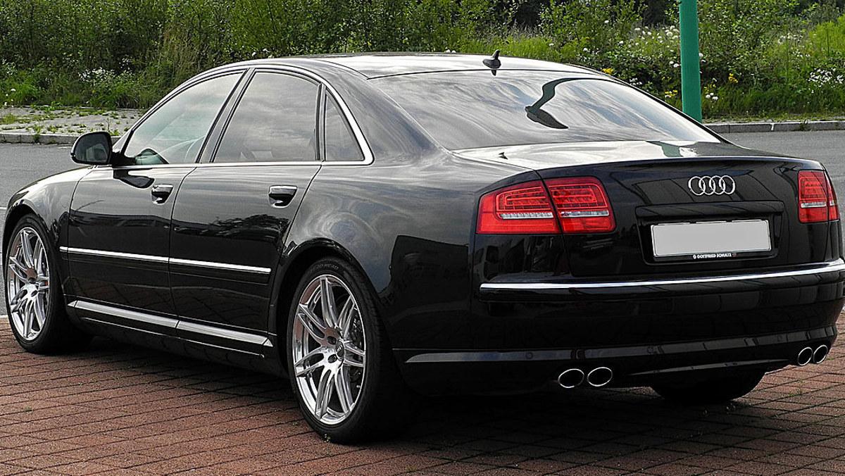 Audi S8 M93 vía Wikipedia