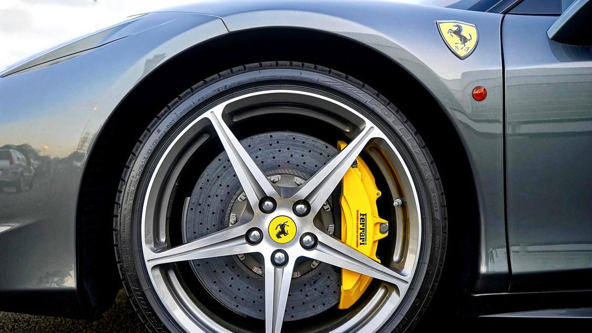 Los dos logos de Ferrari