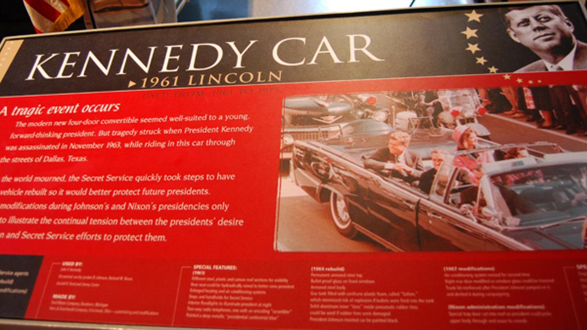 Panel informativo del coche de Kennedy