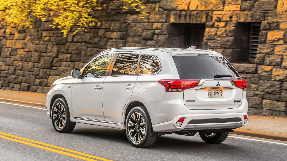 Todos los coches híbridos que puedes comprar - Mitsubishi Outlander PHEV