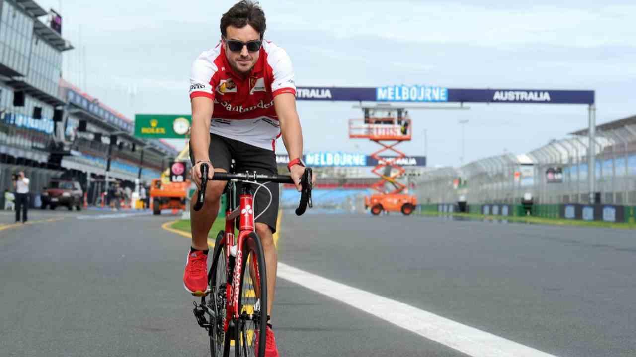 Alonso en bici