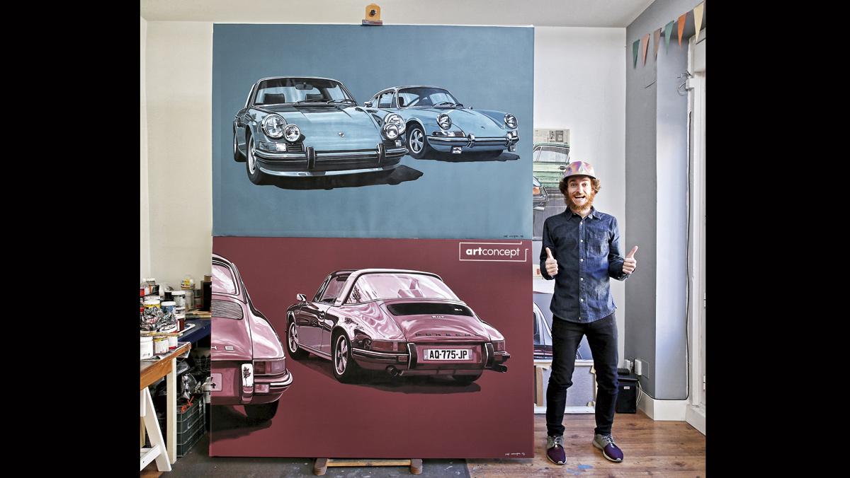 Manu Campa, con alguna de sus obras