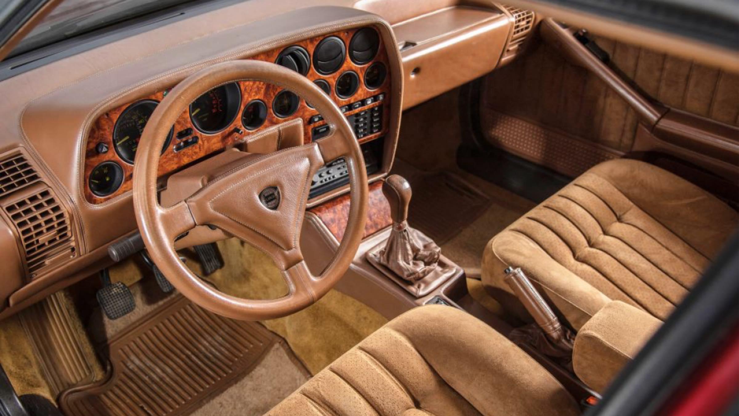 Lancia Thema 8.32 Mr. Bean - interior