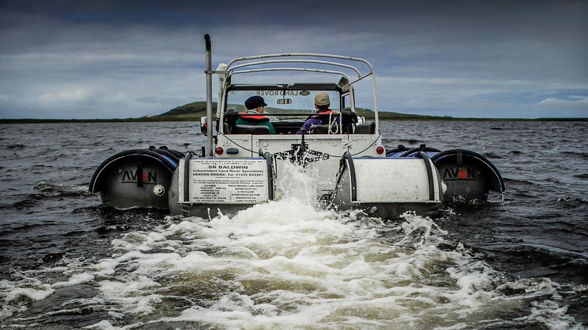 coche barco lago loco offroad