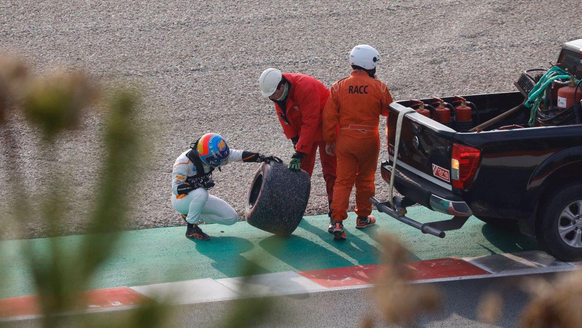 Alonso pierde rueda MCL33 F1 2018