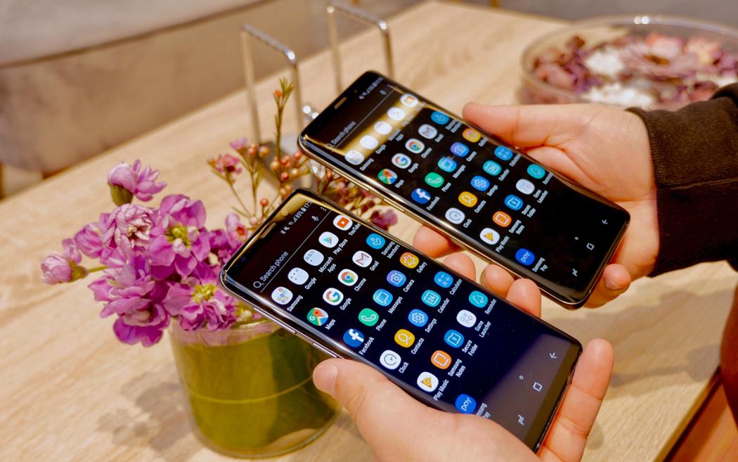 Samsung Galaxy S9 y S9 Plus en la mano.