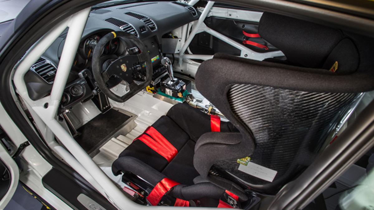 Puesto de conducción del Porsche Cayman GT4 Clubsport