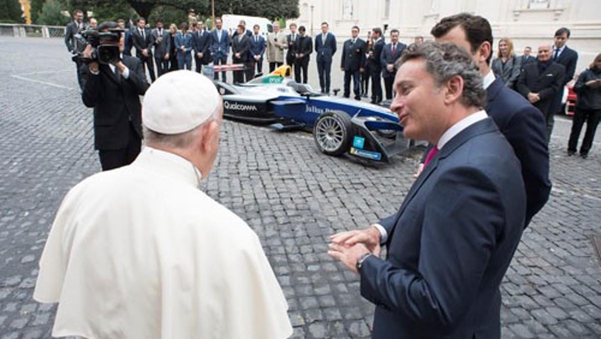 El Santo Padre y Agag, Fórmula E