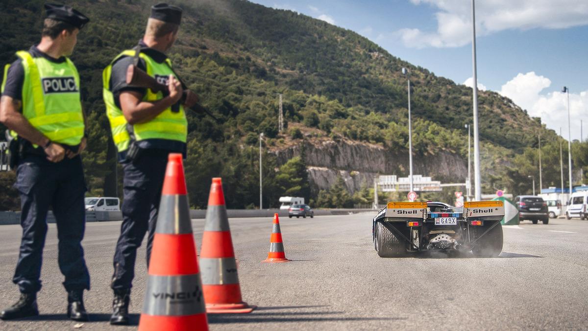 Los polis lo flipan con el Porsche 917K en Mónaco