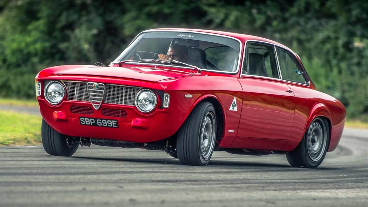 restomod deportivo italia clasico drift chris harris circuito derrape