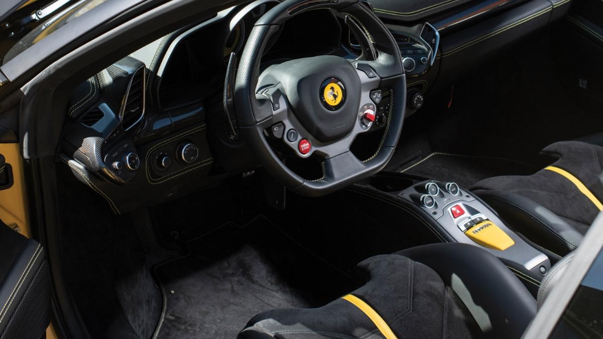 Interior del Ferrari Sergio, en venta