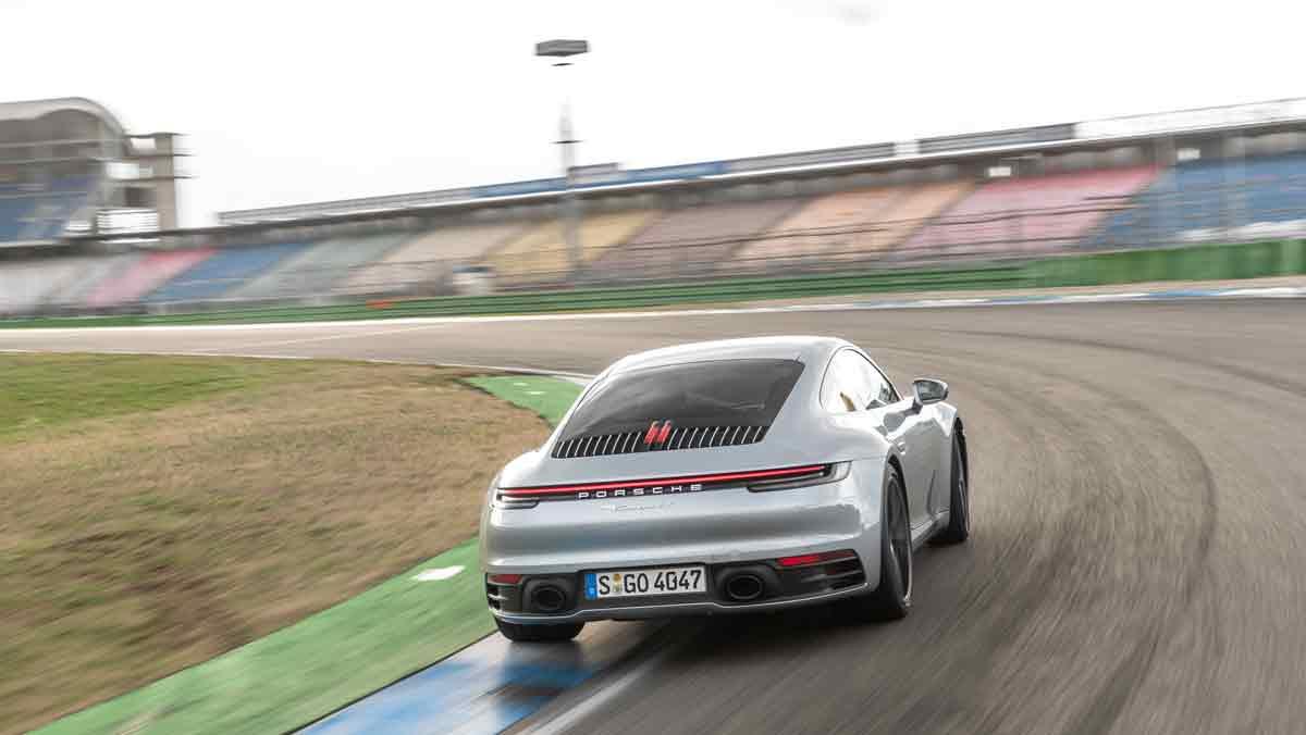 Porsche 911 992 curva