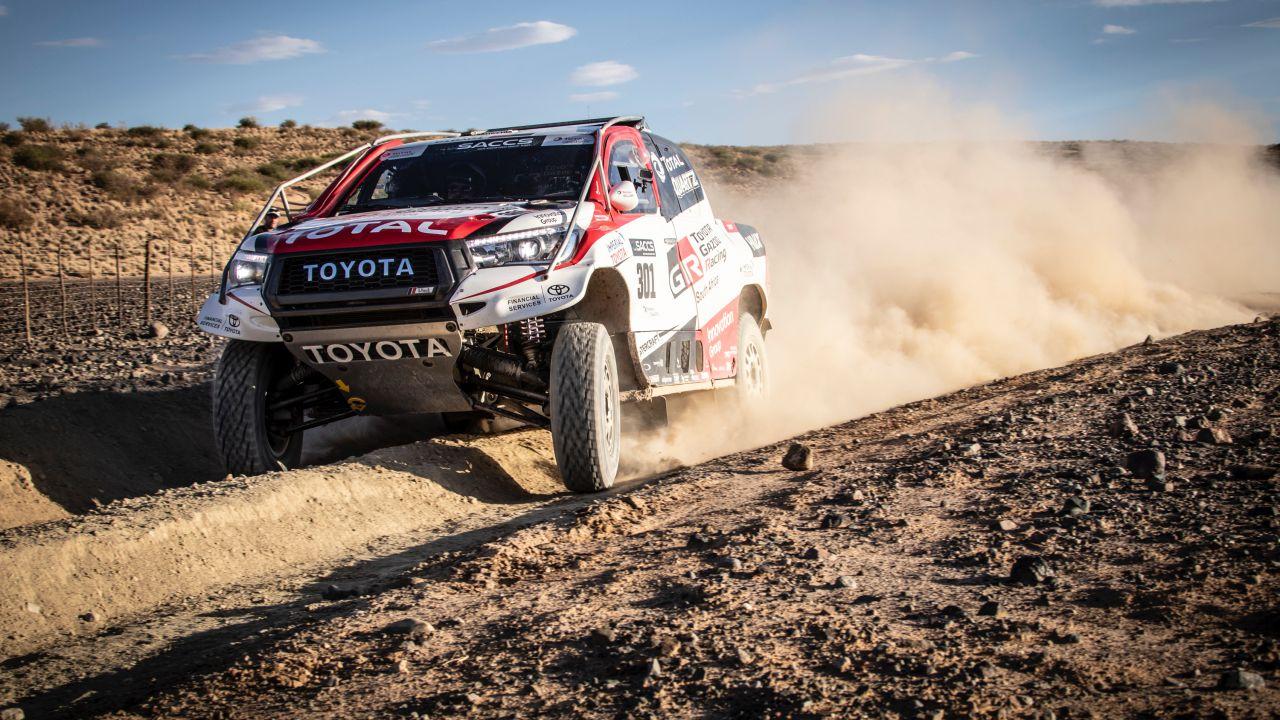 Fernando Alonso con el Toyota Hilux del Dakar