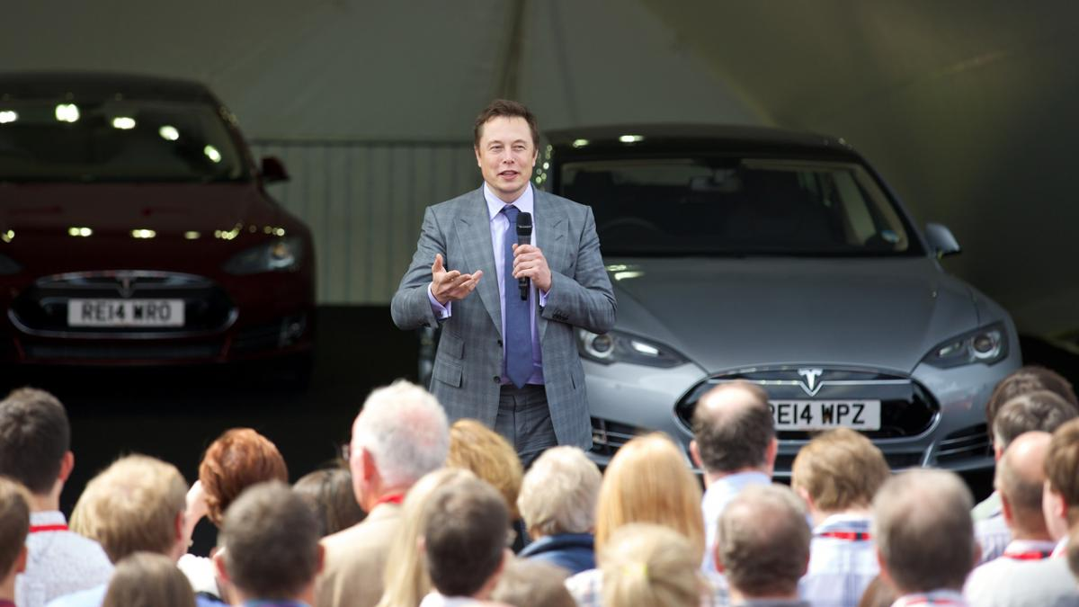 Empleados de la fábrica alemana de Tesla explican cómo son las entrevistas y por qué les compensa cobrar menos