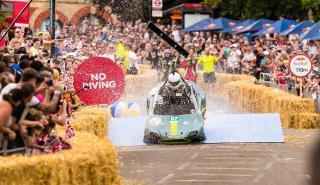 Aston Martin Vantage V8 en los Autos Locos de Red Bull (I)