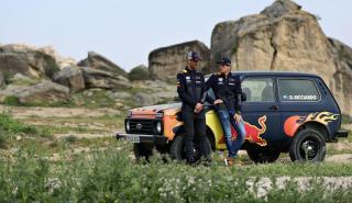 Ricciardo y Verstappen con un Lada Niva
