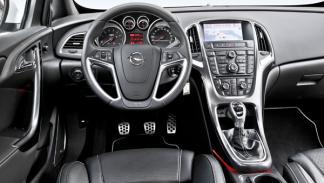 Opel Astra OPC 2012 salpicadero