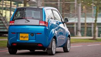 Mahindra e2o coches electricos prueba trasera estrecho