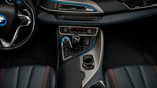 BMW i8 Celebration Edition interior costuras rojas carbono cuero negro