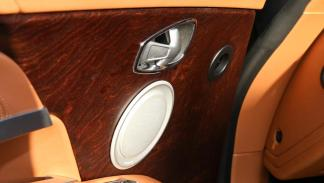 Aston Martin DB11 madera lujo cuero