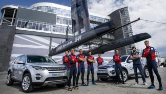 A bordo de un Land Rover de la Copa América
